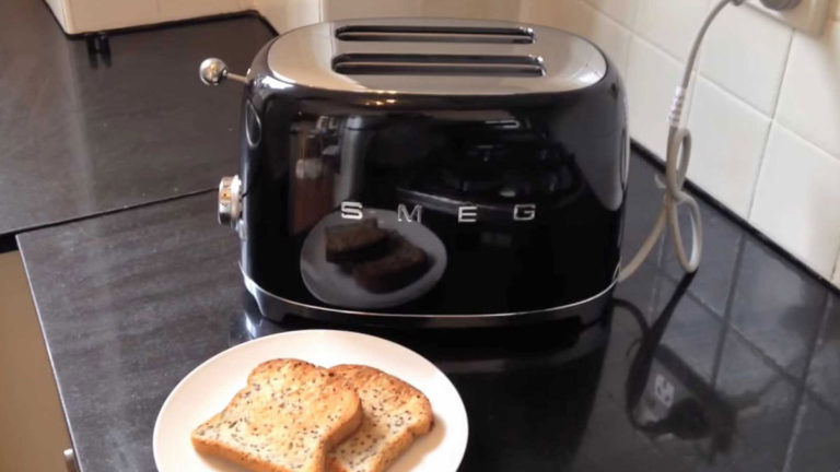 Top 6 Best Retro Toasters in 2020: Reviews & Buying Guide